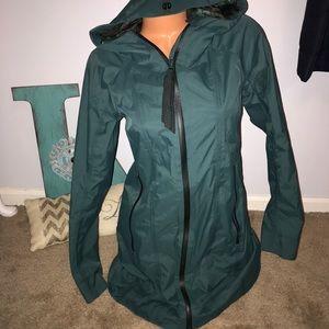 Lululemon Green rain on jacket coat logo sz 6